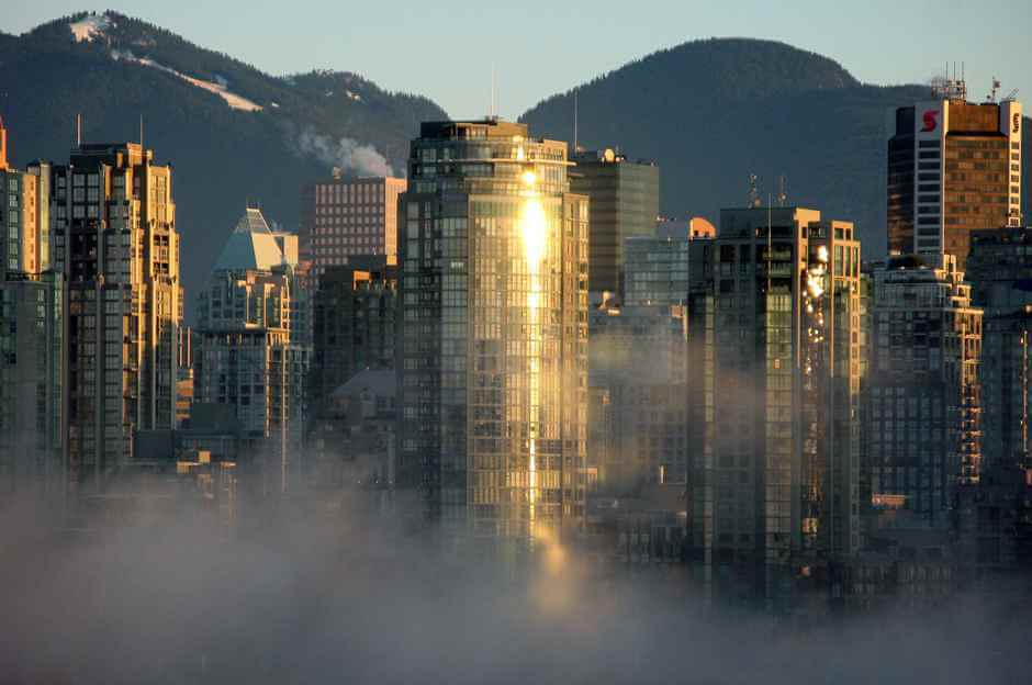 Vancouver im Morgennebel © Copyright Ruth Hartnup
