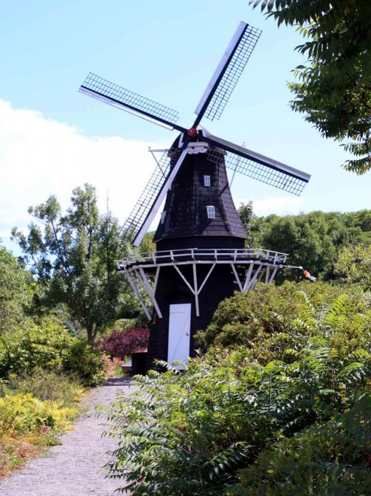 Holländische Windmühle in den Kingsbrae Gardens © Copyright Monika Fuchs, TravelWorldOnline