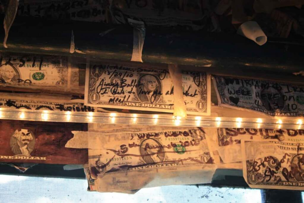 Jimmy Buffet's Dollarnote © Copyright Monika Fuchs, TravelWorldOnline