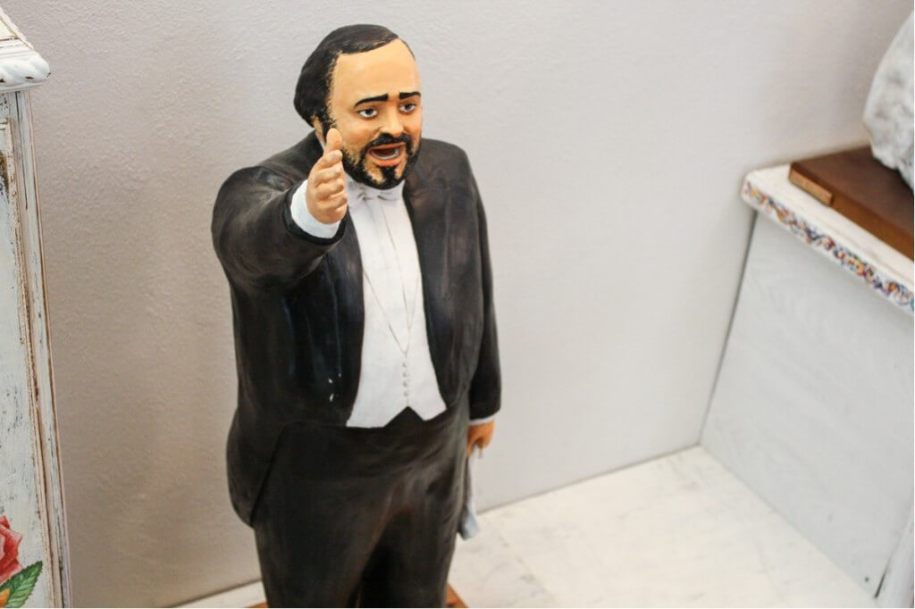 Not only Elvis lives in this museum, but also Luciano Pavarotti