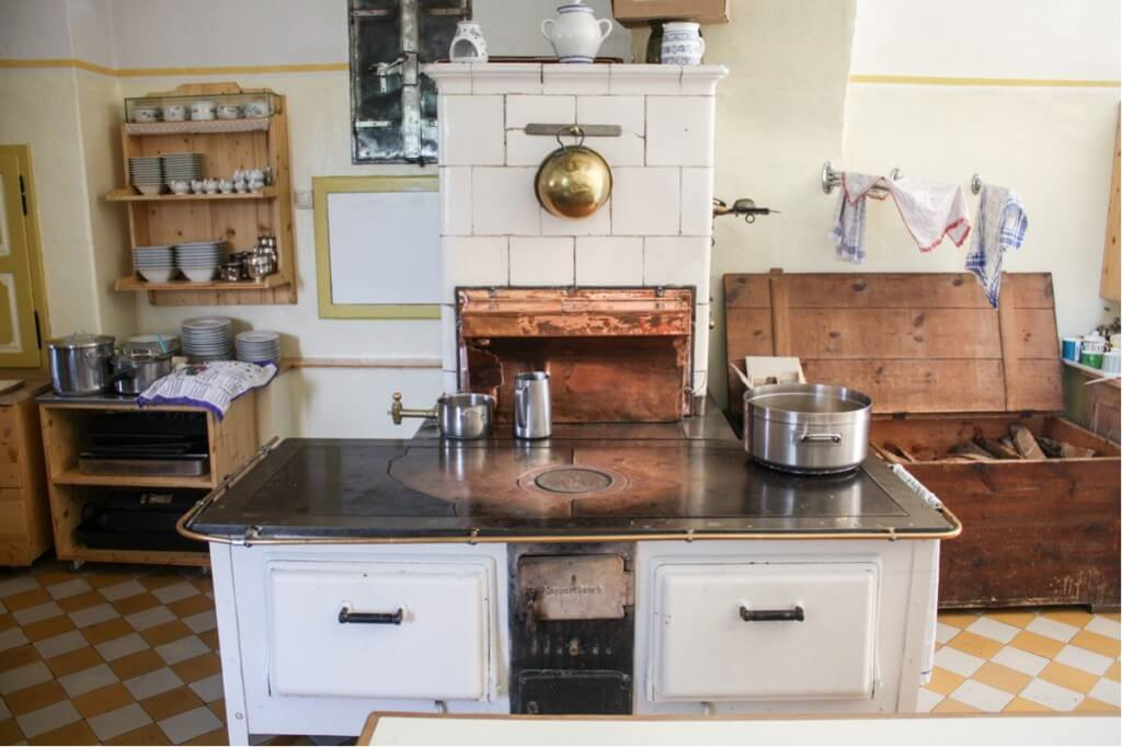 At this wood stove cooks the castle mistress