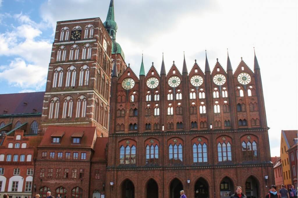 Magnificent and worth a visit: the brick facade of the town hall in Stralsund