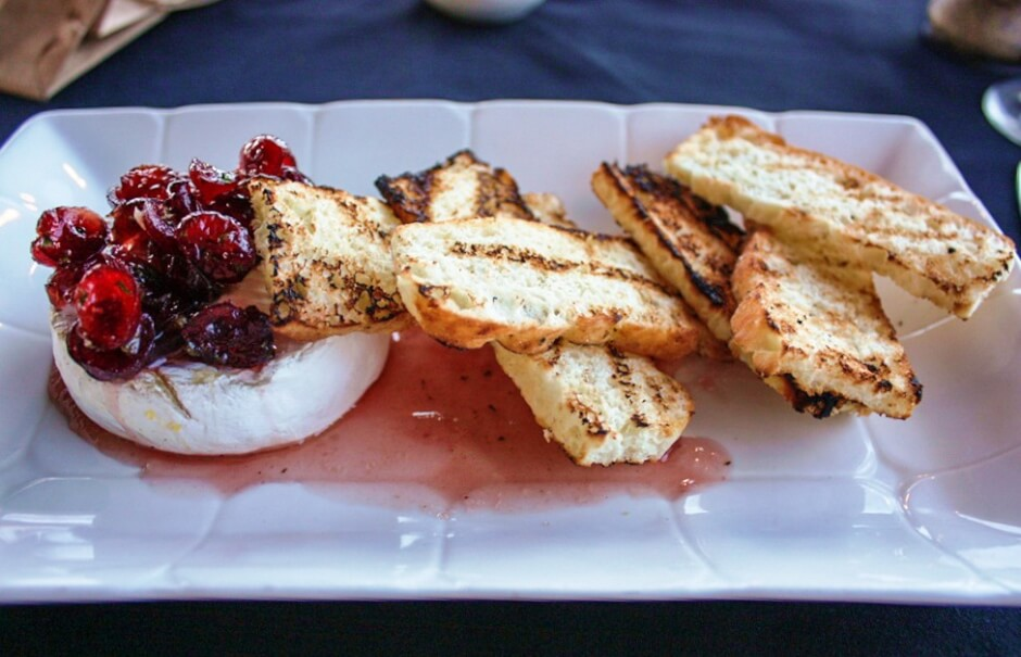 Gebackener Camembert mit Cranberries