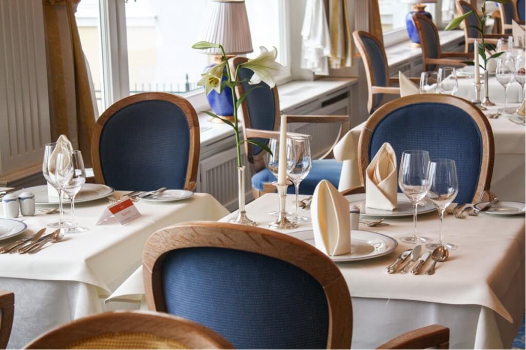 Ein elegant gedeckter Tisch