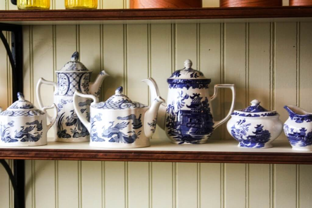 Only the end of the 19. In the 19th century, there were such beautiful dishes in Akadier households