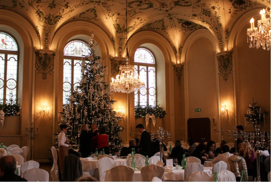 The most beautiful Christmas tree in Salzburg in the restaurant Stiftskeller St. Peter