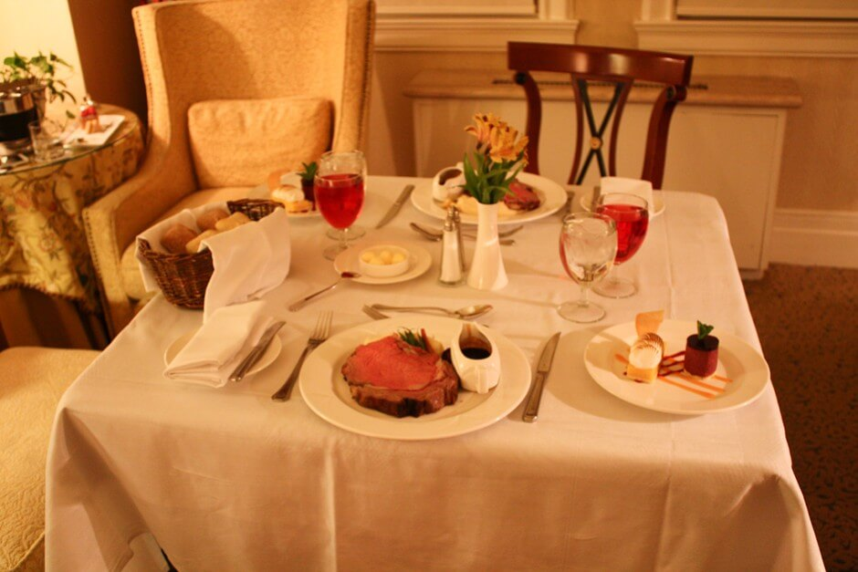 Room Service in der Fairmont Gold Class im Hotel Chateau Laurier in Ottawa