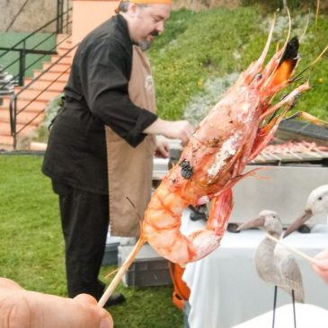 Gegrillte Shrimps bei einer Beach Party in Lloret de Mar Costa Brava