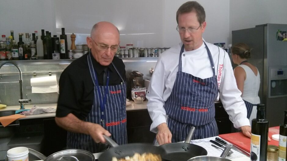 Petar learns cooking under the direction of Thomas Hüttl