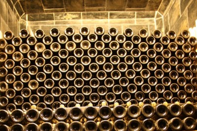 Sparkling wine matures in the cellar of Gut Pössnitzberg