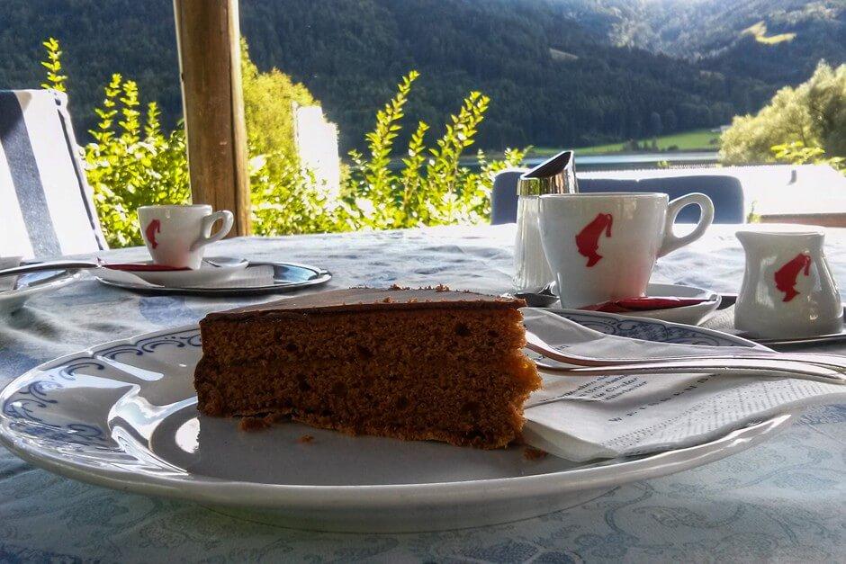 Kaffee und Kuchen im Seehotel Enzian