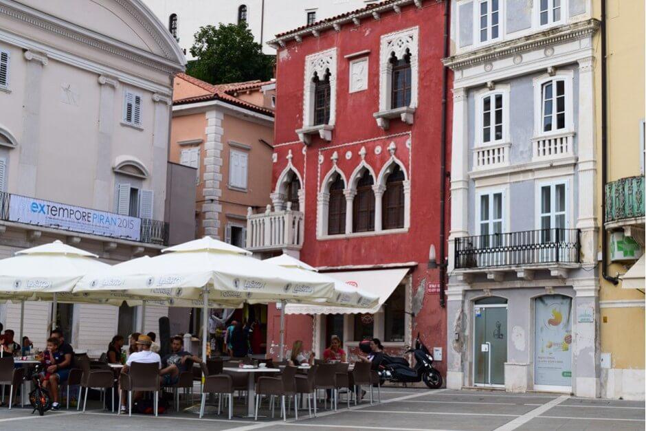 Den Abend in einer Trattoria geniessen am Tartini Platz in Piran, das Fischerdorf an der Adria