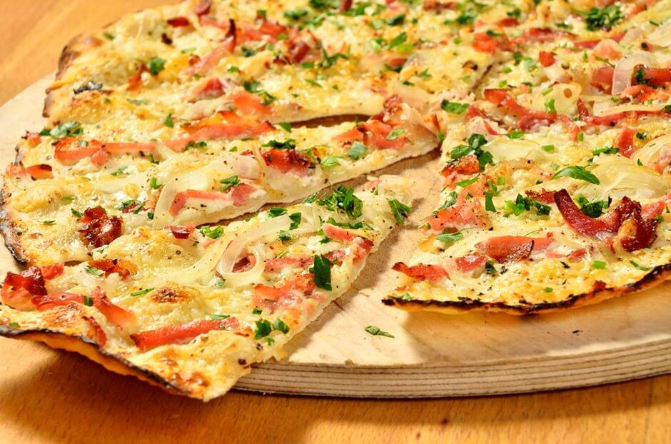 Tarte with bacon, mountain cheese and onions - the perfect gift for gourmet travelers