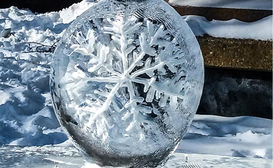 Schneeflocke im Eis beim Winterlude in Ottawa