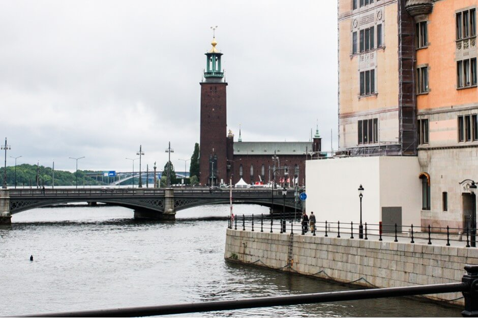 Stadhuset und Vasabron Brücke in Stockholm