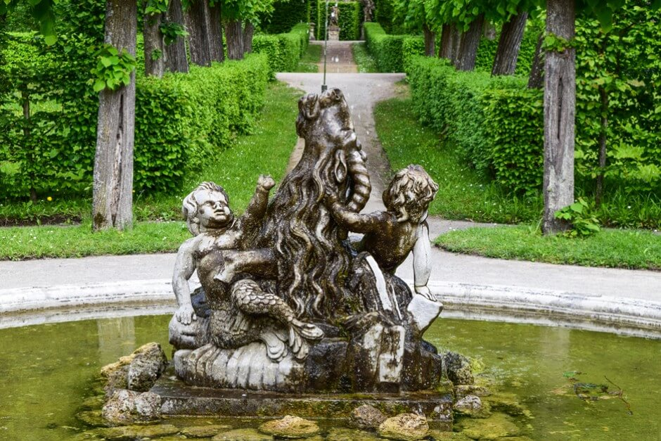 Wasserspiele gibt es immer wieder im Rokokogarten Veitshöchheim