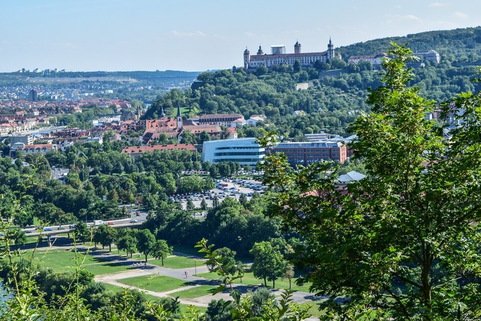 Blick auf die Marienfestung, Würzburg und den Main