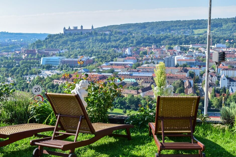 Sunbathing lawn with a view from the Weinberg Hotel Würzburg