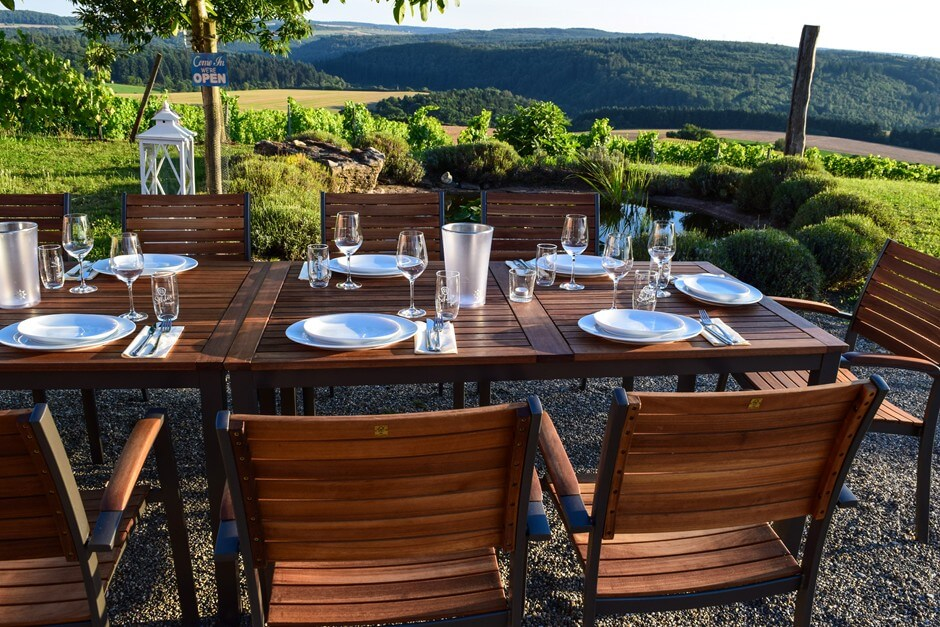 Makes you want to enjoy, such as a dinner in the vineyard
