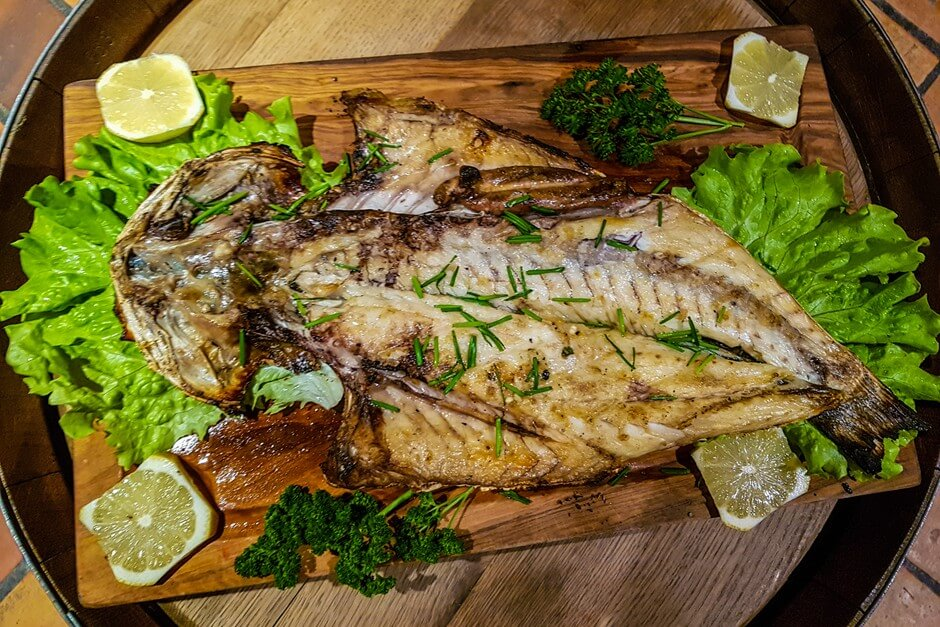 Grilled fish in the Tasca do Celso, typical food on the fishing path Portugal
