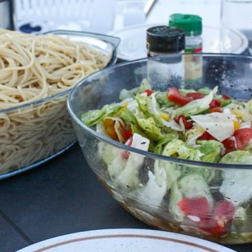 Kochen im Wohnmobil oder Hausboot - Spaghetti mit Salat
