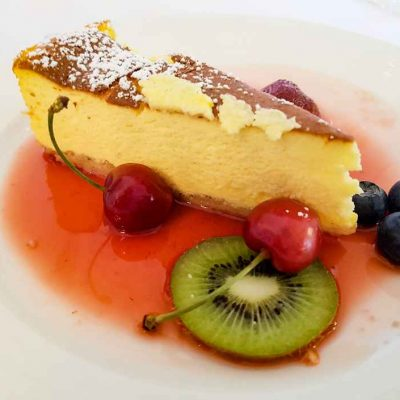 Cheese cake with fruit sauce