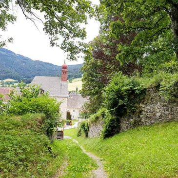 Sankt Lambrecht Hiking - From the monastery to the castle
