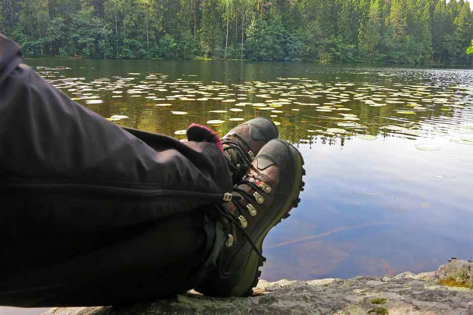 Hike comfortably © Copyright Visit Lakeland, Flickr, CC BY-ND 2.0 Wide walking shoes