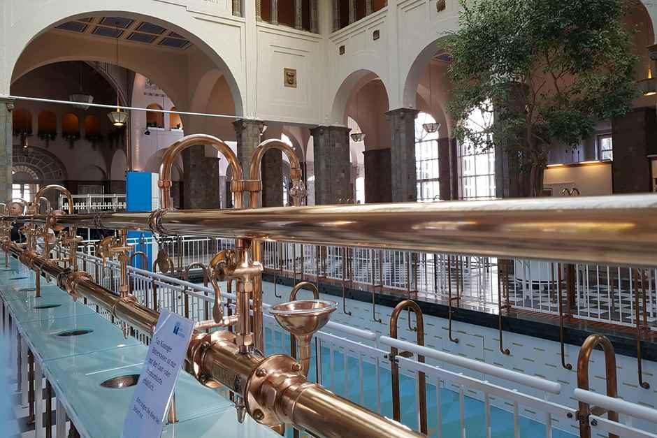 In der Brunnenhalle werden Heilwässer ausgeschenkt