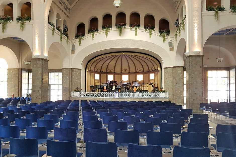 Wandelhalle mit der Orchesterbühne - Bad Kissingen Sehenswürdigkeiten