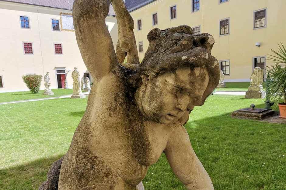 Statuen im Konventgarten - für einen Auszeit Urlaub für Seele und Geist