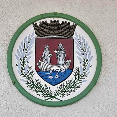 Wappen am Rathaus in Les Saintes Maries de la Mer in der Camargue