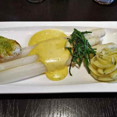 Texel Tips for Foodies - Cod with asparagus, sea asparagus, mashed potatoes and hollandaise sauce