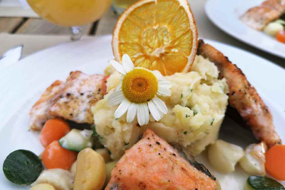 Arctic char from Northern Hesse with mashed potatoes - Hessian specialties and food in Hesse