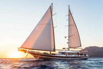 Rent a sunset on Double Eagle Yacht