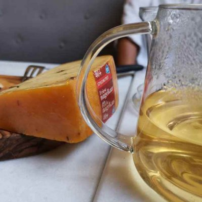 Did you know that tea and cheese fit together well