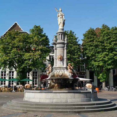 Wilhelmina fountain on the market square - Holland's beautiful cities - Hanseatic cities in Holland