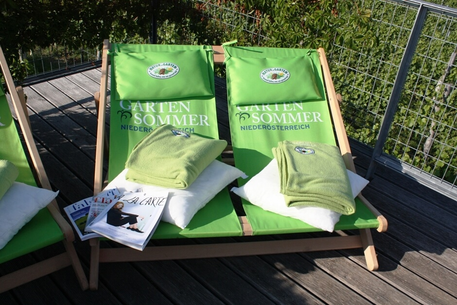 Picnic accessories - Not all picnic areas have deck chairs with picnic blankets