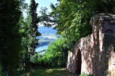 Hiking in southern Germany to Henneburg in Churfranken