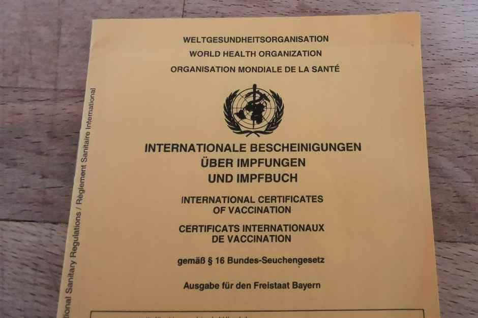 International vaccination book and vaccination certificate
