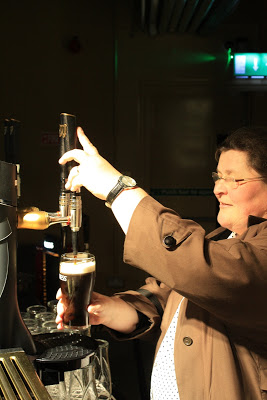This is how you properly pour a Guinness beer