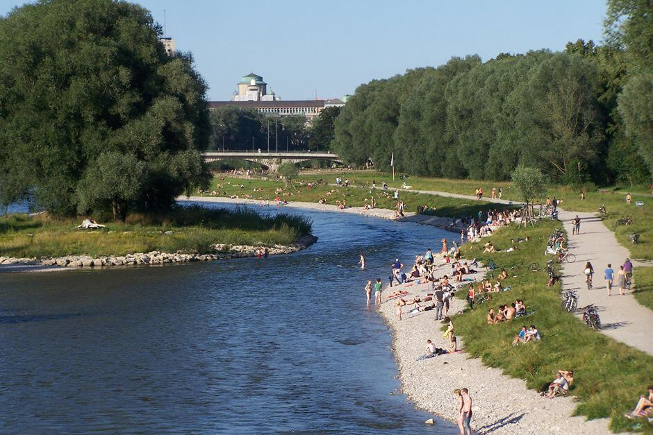 Munich picnic on the Isar