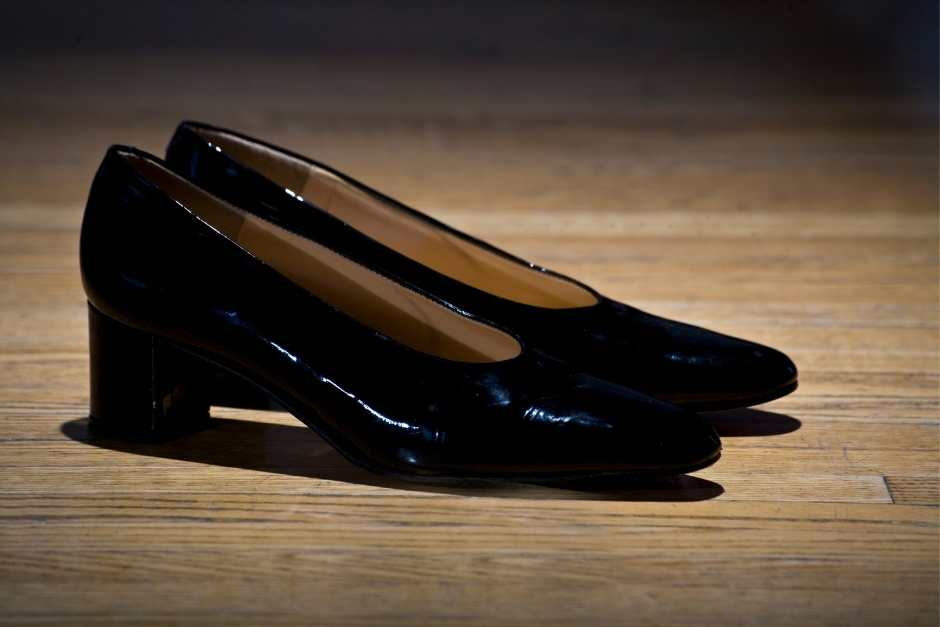 Comfortable pumps for wide feet for city trips
